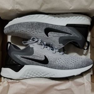 Nike Womens Odyssey React Flyknit 2 Running Shoes